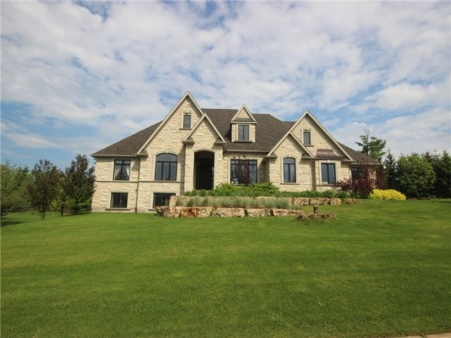 Detached at 9 Daymond Dr, Puslinch, Ontario. Image 1
