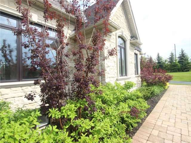 Detached at 9 Daymond Dr, Puslinch, Ontario. Image 12