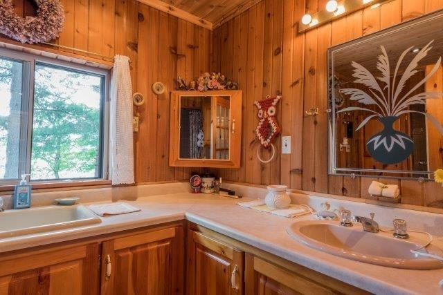 Cottage at 3 Island 2, Havelock-Belmont-Methuen, Ontario. Image 10