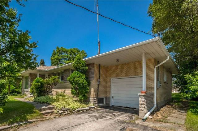 Detached at 1204 Gordon St, Guelph, Ontario. Image 10