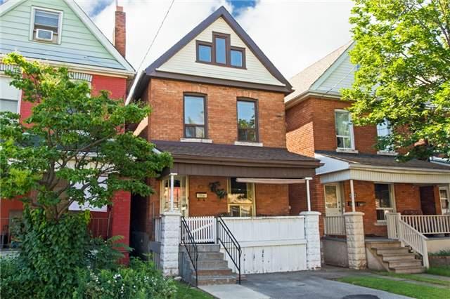 Detached at 204 Grosvenor Ave N, Hamilton, Ontario. Image 1