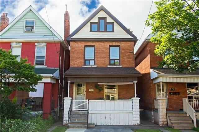 Detached at 204 Grosvenor Ave N, Hamilton, Ontario. Image 2
