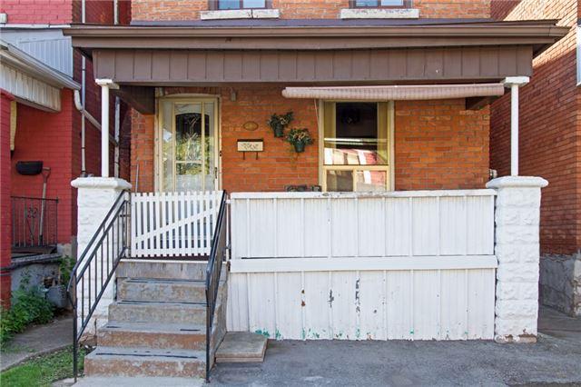 Detached at 204 Grosvenor Ave N, Hamilton, Ontario. Image 3