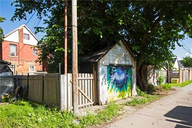 Detached at 204 Grosvenor Ave N, Hamilton, Ontario. Image 9