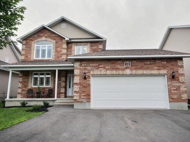 Semi-detached at 16 Pebblemill Lane, Russell, Ontario. Image 1