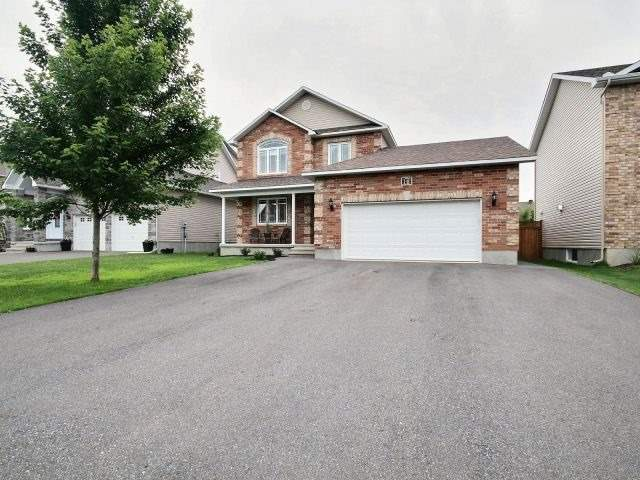 Semi-detached at 16 Pebblemill Lane, Russell, Ontario. Image 12