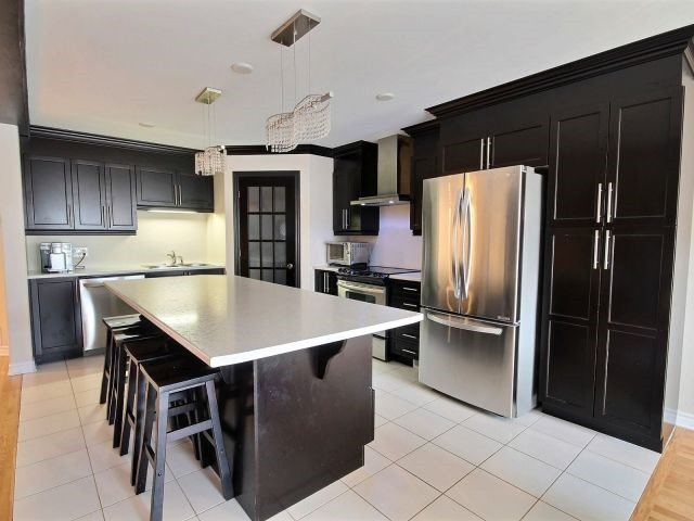 Semi-detached at 16 Pebblemill Lane, Russell, Ontario. Image 19