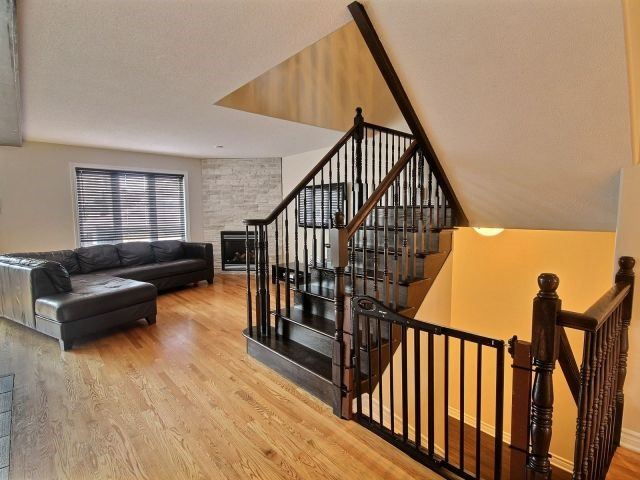 Semi-detached at 16 Pebblemill Lane, Russell, Ontario. Image 5