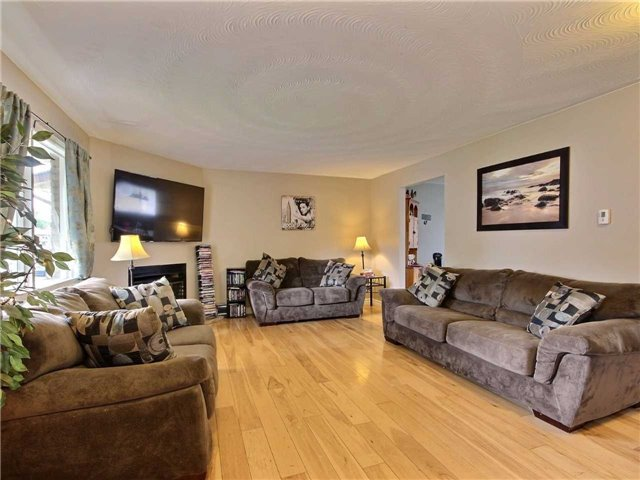 Detached at 26 Westerchester Way, Brant, Ontario. Image 14