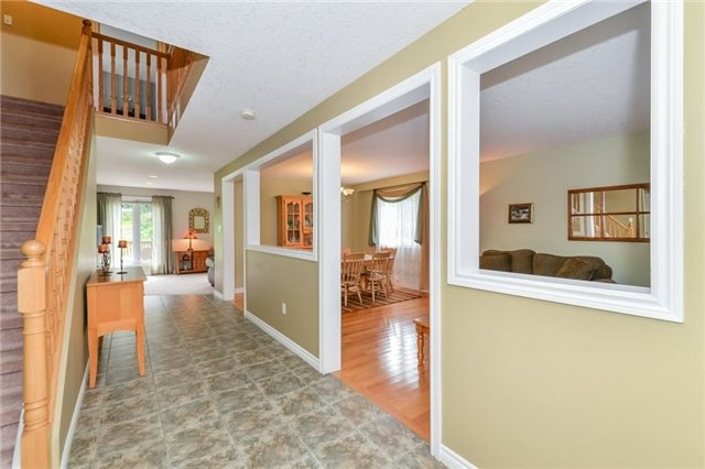 Detached at 220 Deerpath Dr, Guelph, Ontario. Image 12