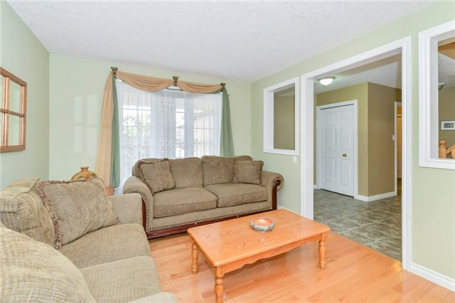 Detached at 220 Deerpath Dr, Guelph, Ontario. Image 14