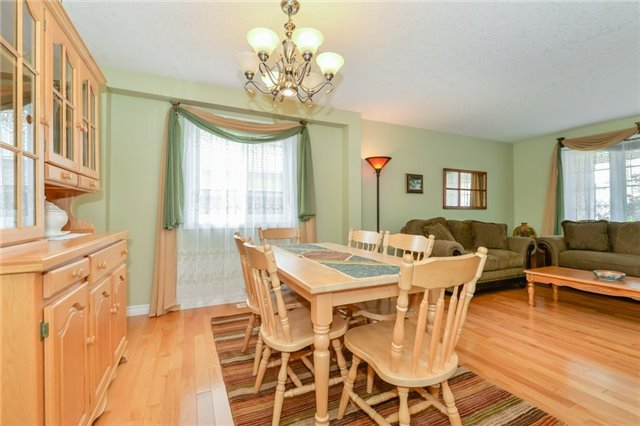 Detached at 220 Deerpath Dr, Guelph, Ontario. Image 15