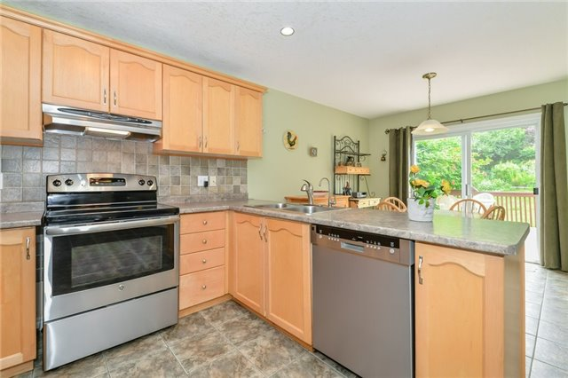 Detached at 220 Deerpath Dr, Guelph, Ontario. Image 16