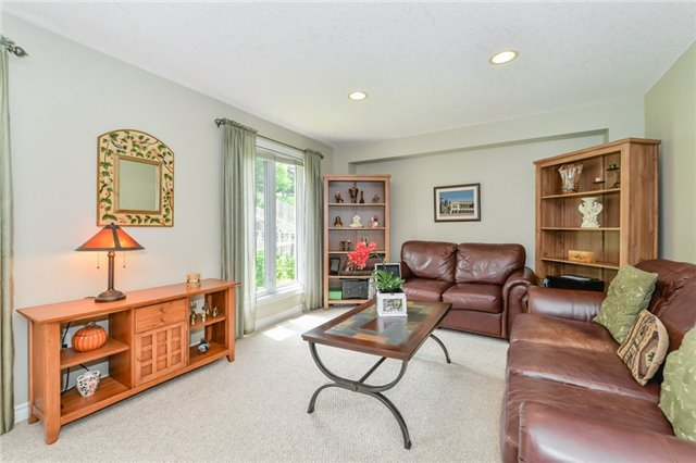 Detached at 220 Deerpath Dr, Guelph, Ontario. Image 19