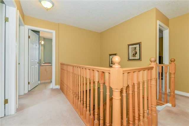 Detached at 220 Deerpath Dr, Guelph, Ontario. Image 2