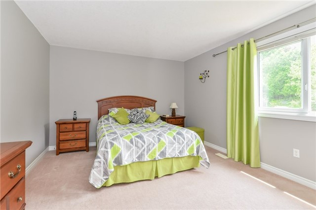 Detached at 220 Deerpath Dr, Guelph, Ontario. Image 5