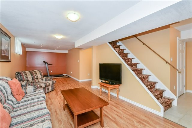Detached at 220 Deerpath Dr, Guelph, Ontario. Image 7