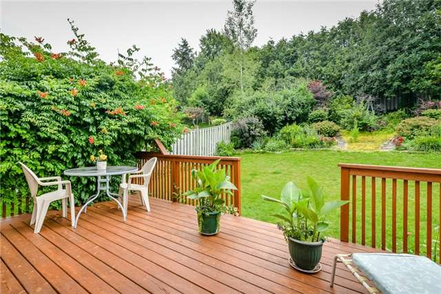 Detached at 220 Deerpath Dr, Guelph, Ontario. Image 11