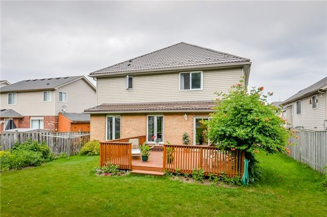 Detached at 220 Deerpath Dr, Guelph, Ontario. Image 13