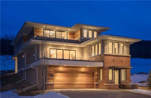Detached at 463 Patterson Blvd. Sw, Calgary, Alberta. Image 1