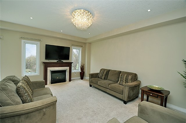 Detached at 626 Sundew Dr, Waterloo, Ontario. Image 12