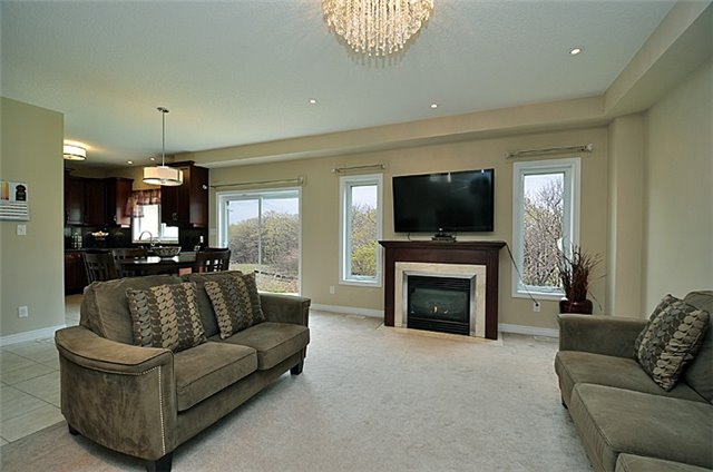 Detached at 626 Sundew Dr, Waterloo, Ontario. Image 14
