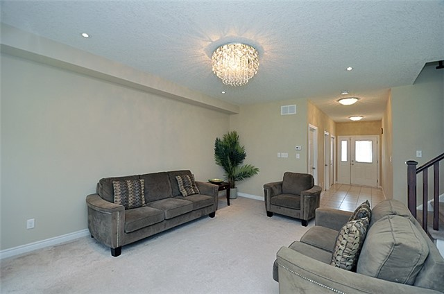 Detached at 626 Sundew Dr, Waterloo, Ontario. Image 16