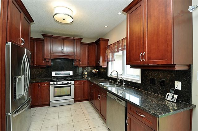 Detached at 626 Sundew Dr, Waterloo, Ontario. Image 17
