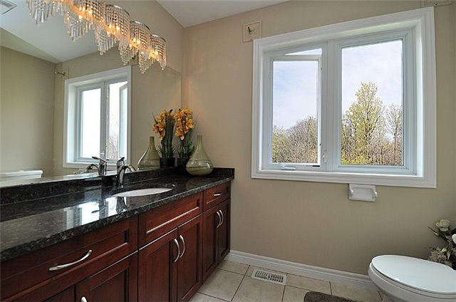 Detached at 626 Sundew Dr, Waterloo, Ontario. Image 10