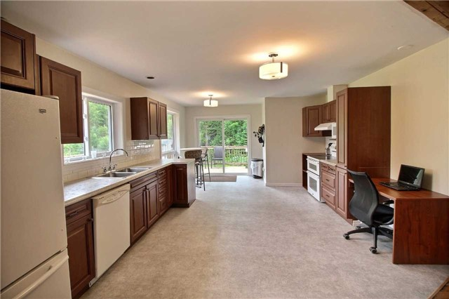 Detached at 7052 Country Road 503, Minden Hills, Ontario. Image 12