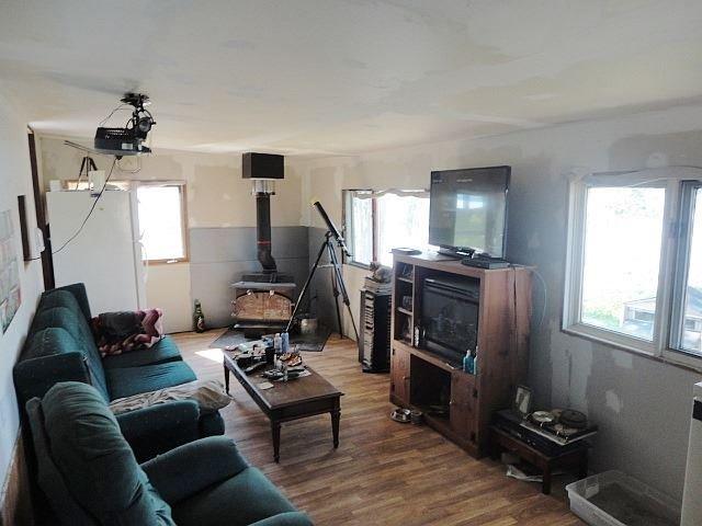 Mobile/Trailer at 42 Oakley Lane, Tweed, Ontario. Image 8