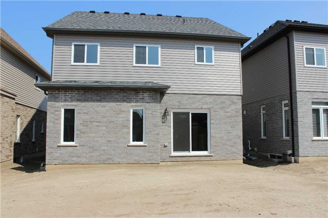 Detached at 10 Wildflower St, Kitchener, Ontario. Image 6