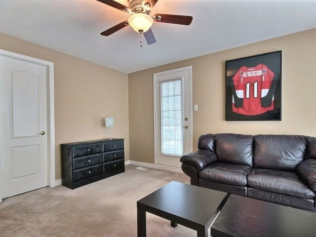 Detached at 1662 Autumn Ridge Dr, Ottawa, Ontario. Image 4