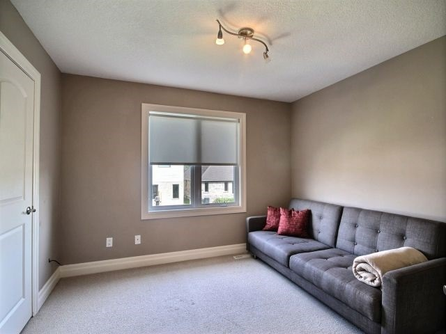 Detached at 2072 Westpoint Hts, London, Ontario. Image 9