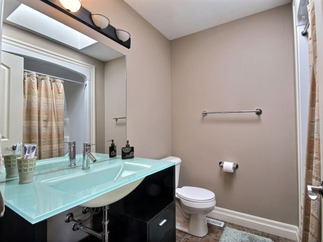 Detached at 2072 Westpoint Hts, London, Ontario. Image 10