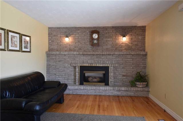 Duplex at 6 Viewmount Cres, Hamilton, Ontario. Image 10