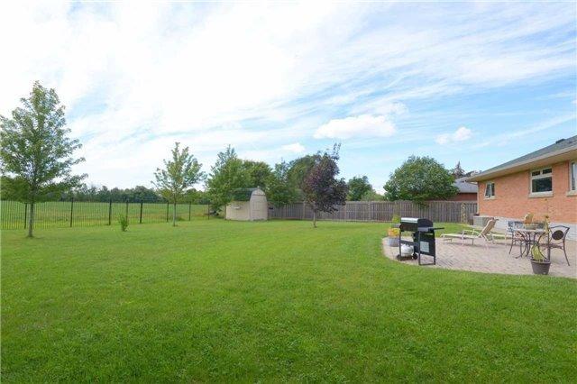Detached at 328 Ridge Rd, Hamilton, Ontario. Image 9