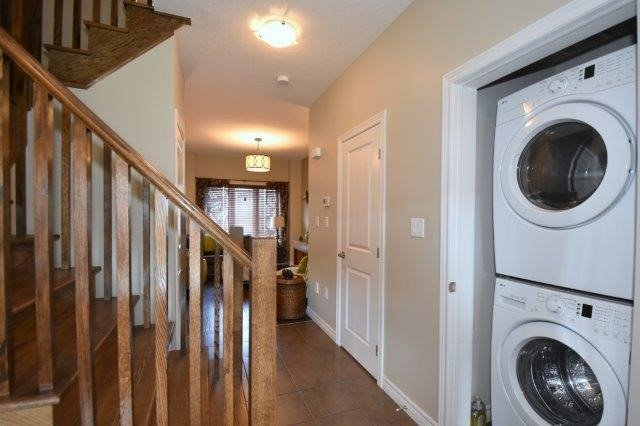 Townhouse at 6 Chestnut Dr, Unit 60, Grimsby, Ontario. Image 3