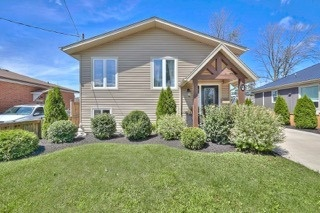 Detached at 11 Oakwood Ave, St. Catharines, Ontario. Image 1