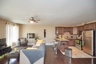 Detached at 11 Oakwood Ave, St. Catharines, Ontario. Image 15