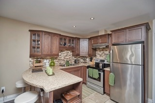 Detached at 11 Oakwood Ave, St. Catharines, Ontario. Image 17