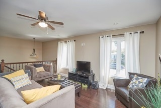 Detached at 11 Oakwood Ave, St. Catharines, Ontario. Image 2
