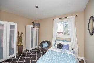 Detached at 11 Oakwood Ave, St. Catharines, Ontario. Image 4