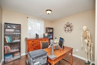 Detached at 11 Oakwood Ave, St. Catharines, Ontario. Image 10
