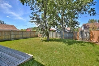 Detached at 11 Oakwood Ave, St. Catharines, Ontario. Image 11
