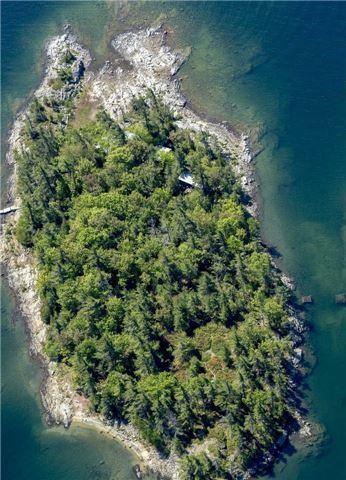 Cottage at B-566 Tibbett Island, The Archipelago, Ontario. Image 2
