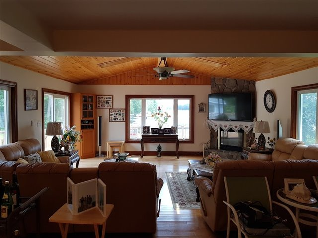 Cottage at 15 Courtney Lane, Kawartha Lakes, Ontario. Image 12