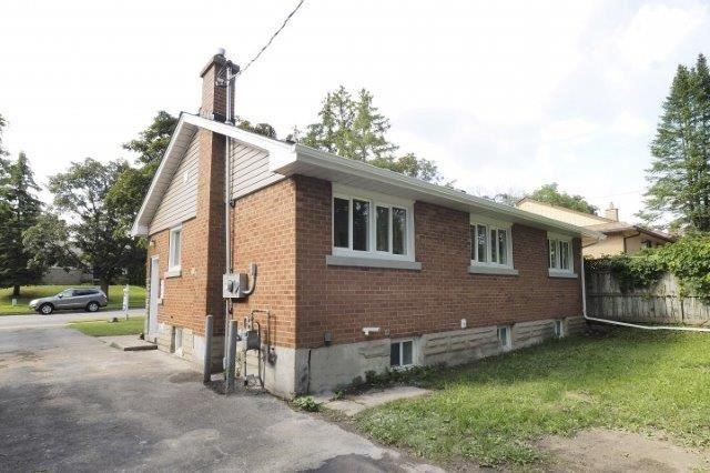 Detached at 89 Elgin Cres, Waterloo, Ontario. Image 10
