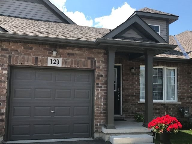 Townhouse at 129 Roselawn Cres, Welland, Ontario. Image 1