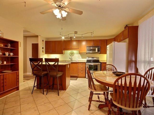 Condo Apartment at 3000 Creekside Dr, Unit 201, Hamilton, Ontario. Image 2